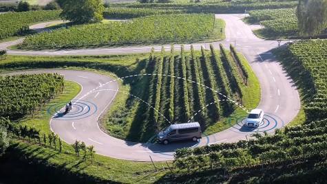Noul sistem de comunicație și avertizare de la Bosch ar putea elimina coliziunile dintre motociclete și alte vehicule