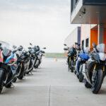 Doi complici: BMW și Yamaha au organizat evenimentul 1.000 cmc Track Experience